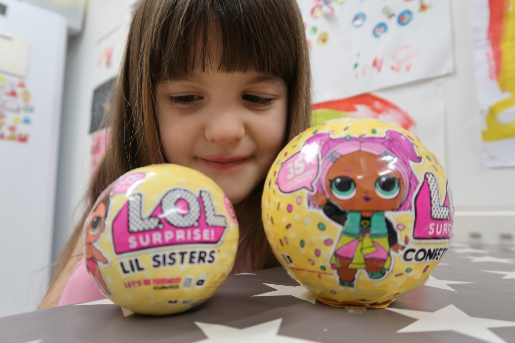 Celebrating Valentine's Day With L.O.L Surprise! Confetti Pop & Lil Sisters {Review}