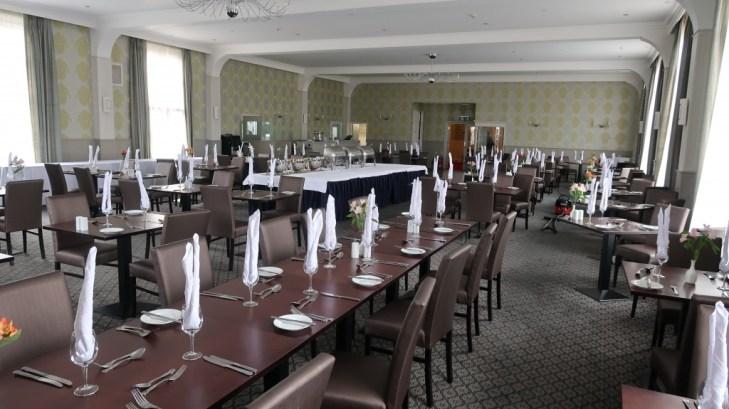 dining room Ommaroo Hotel In Jersey
