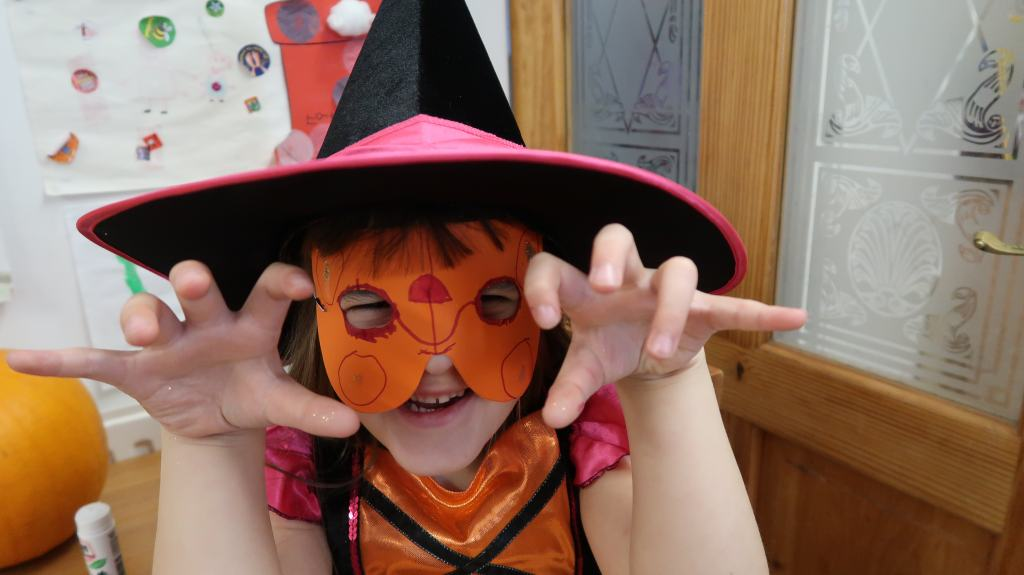 #SpooktacularCrafts For Halloween With Viking {Review}