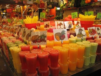 Fresh fruit juice at La Boqueria on Las Ramblas. Photo by Sabrinabarbante.com