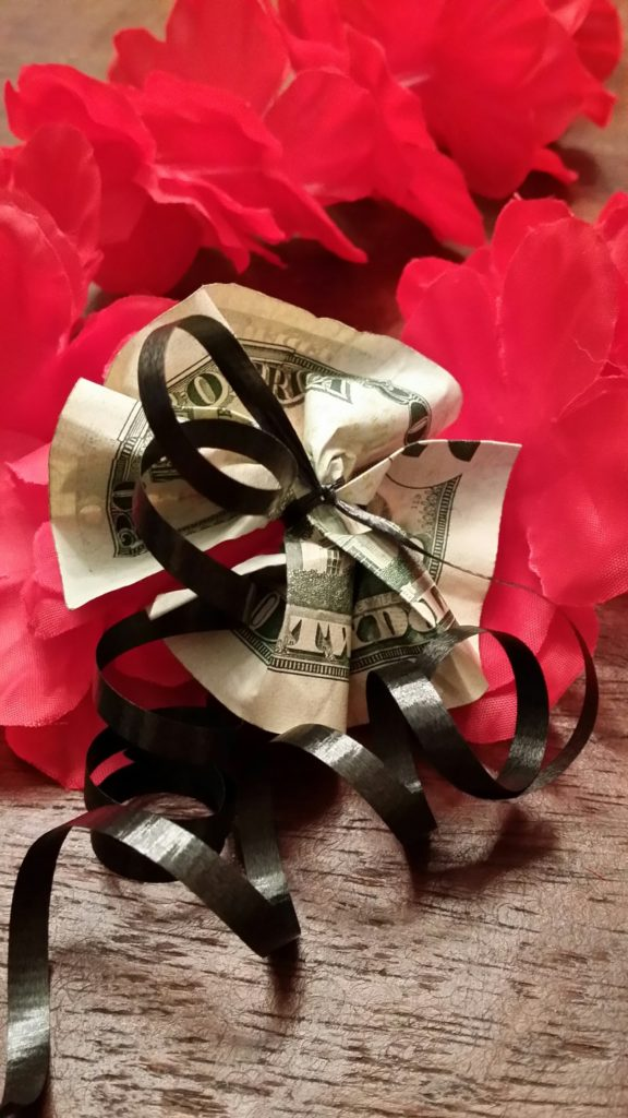 A Great Gift Idea For Graduation An Easy To Make Money Lei