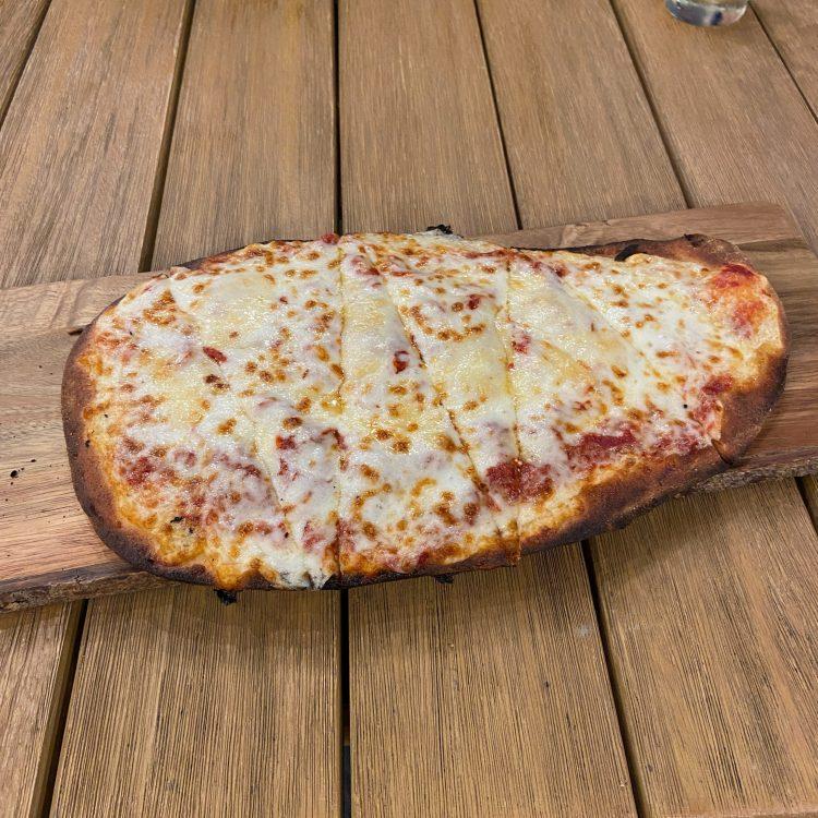 Flatbread pizza at Terramor lodge