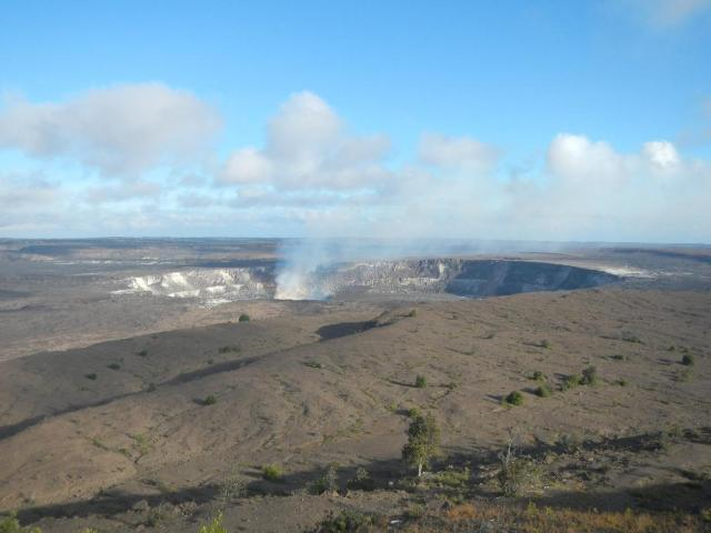 Kilauea-Caldera-at-Hawaii-Volcanoes-National-Park