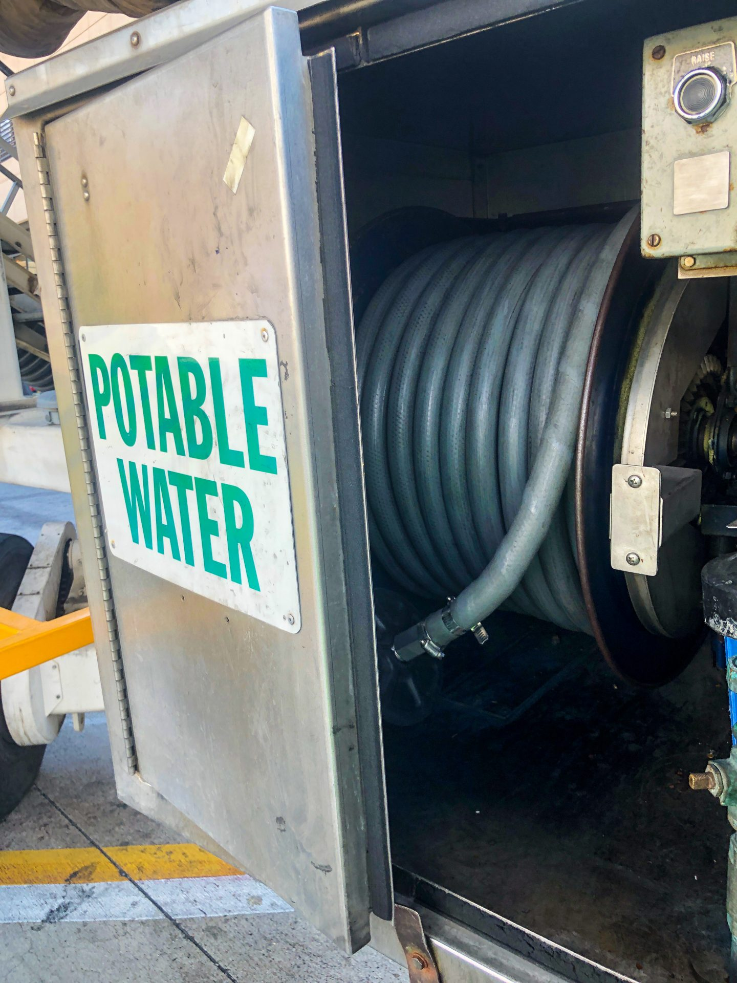 Portable-Water-For-Airplanes