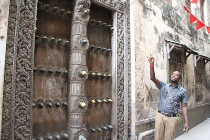 20160814-tz-zanzibar-stone-town-door-3-large