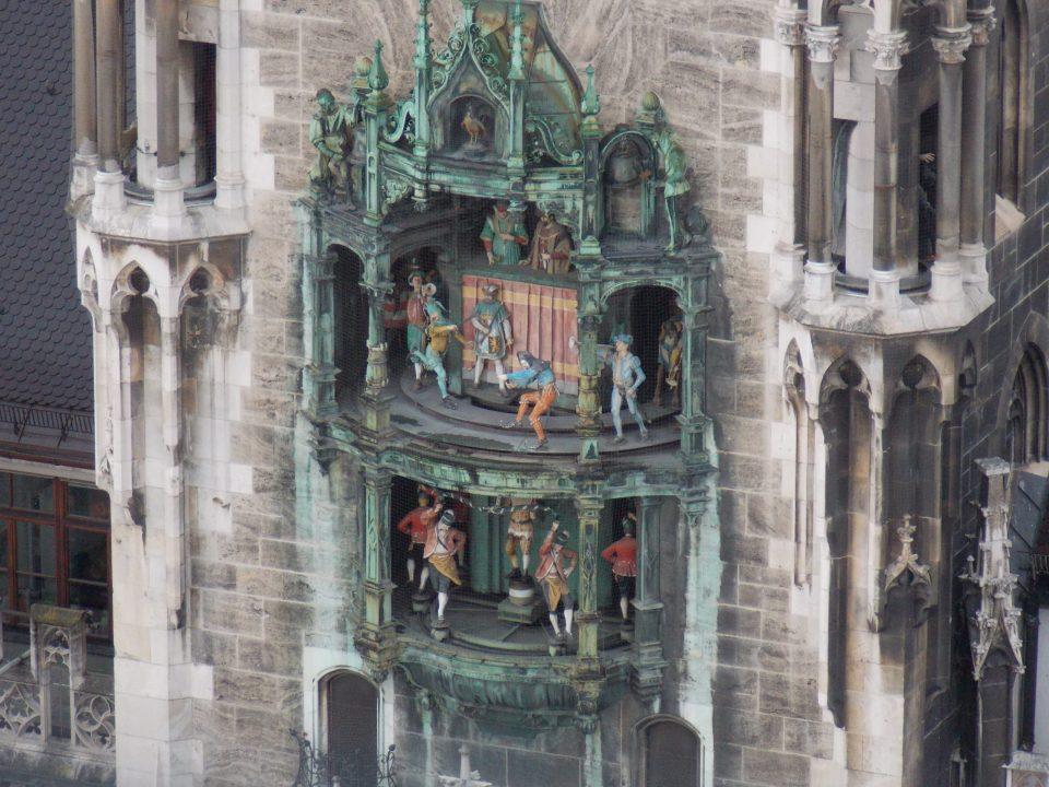 Glockenspiel in Munich | Adventures with Shelby