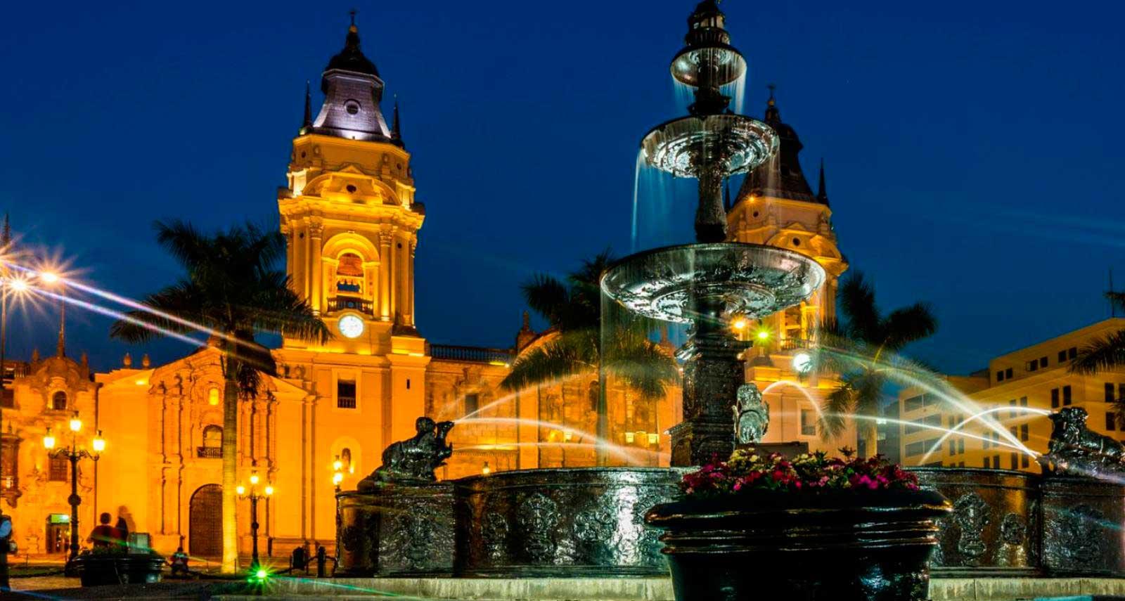pileta_plaza_armas_lima_peru_turismo