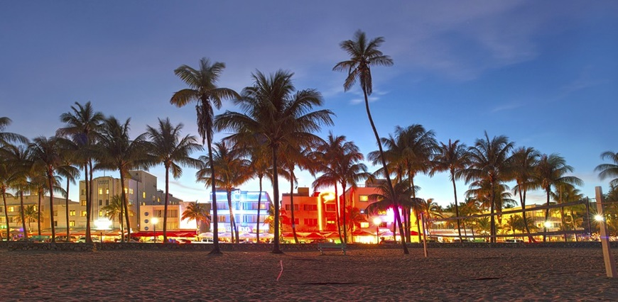 Hollywood Beach está ubicada a un poco más de 15 millas de Miami Beach ...