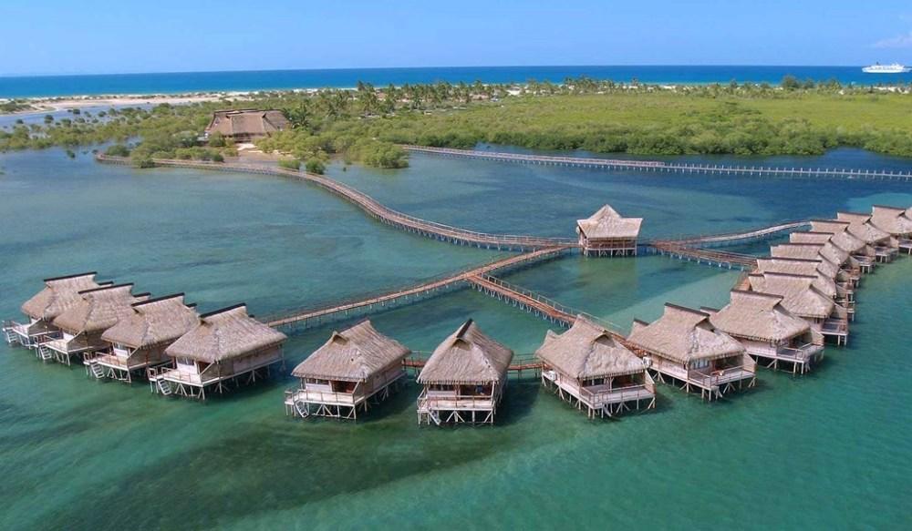 Chalets en Flamingo Bay Water Lodge, uno de los rincones más exclusivos de la costa africana.