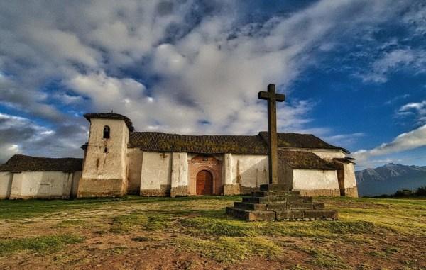 Maras es un pequeño pueblo ubicado al oeste del Cusco, Perú.