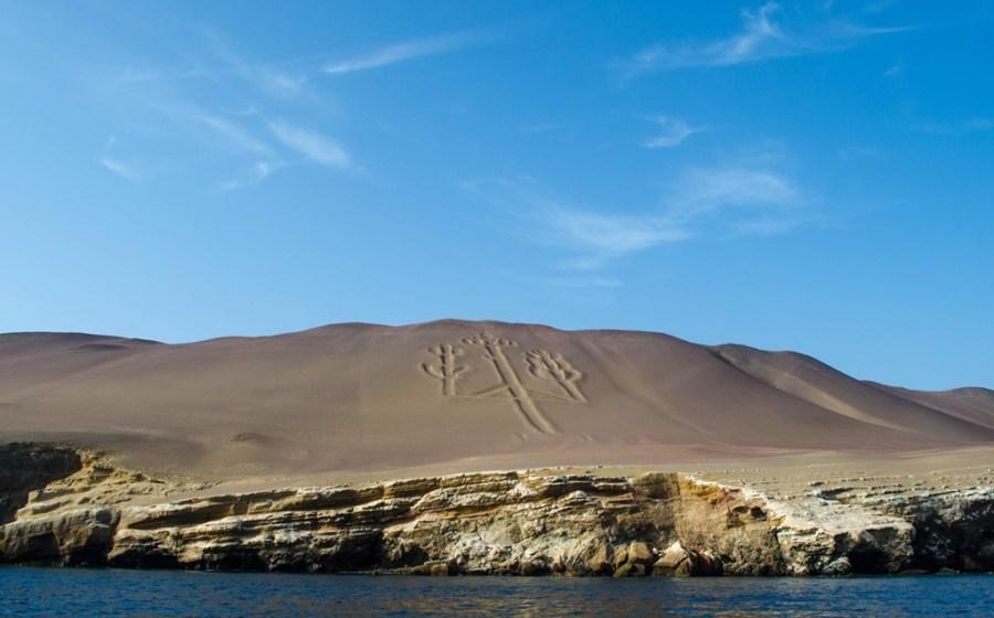 La Reserva Nacional de Paracas se encuentra ubicada a 250 km al sur de la ciudad de Lima, tomando la carretera de la Panamericana Sur, vía principal de acceso con pista asfaltada