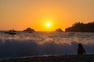Solnedgång vid havet efter en dags vandring