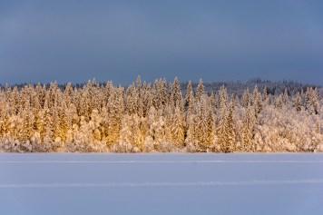Vinterlandskap taget från Helgesjön under en kall decemberdag i Åre