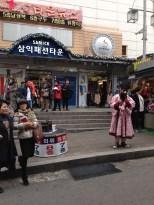 Namdaemun Market - street performer.