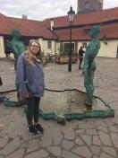 peeing men statue