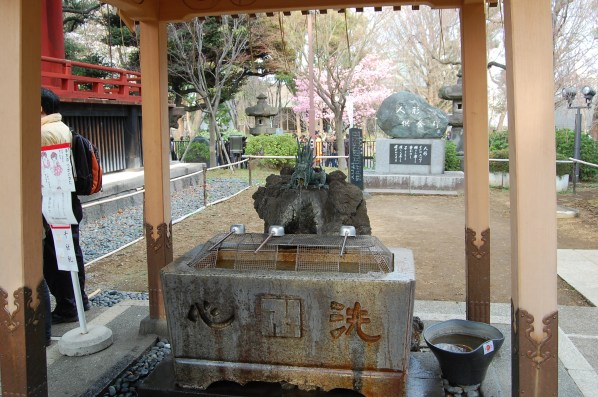 fountain for cleaning your hands before entering the Temple/shrine