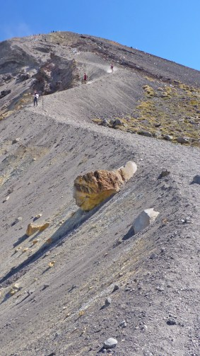 Tongariro Alpine Crossing - hiking down the scree