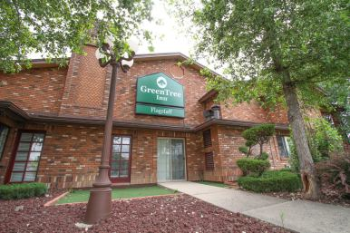 Street view of the GreenTree Inn in Flagstaff