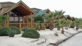 Pirates Cove Resort lodging on Lake Havasu