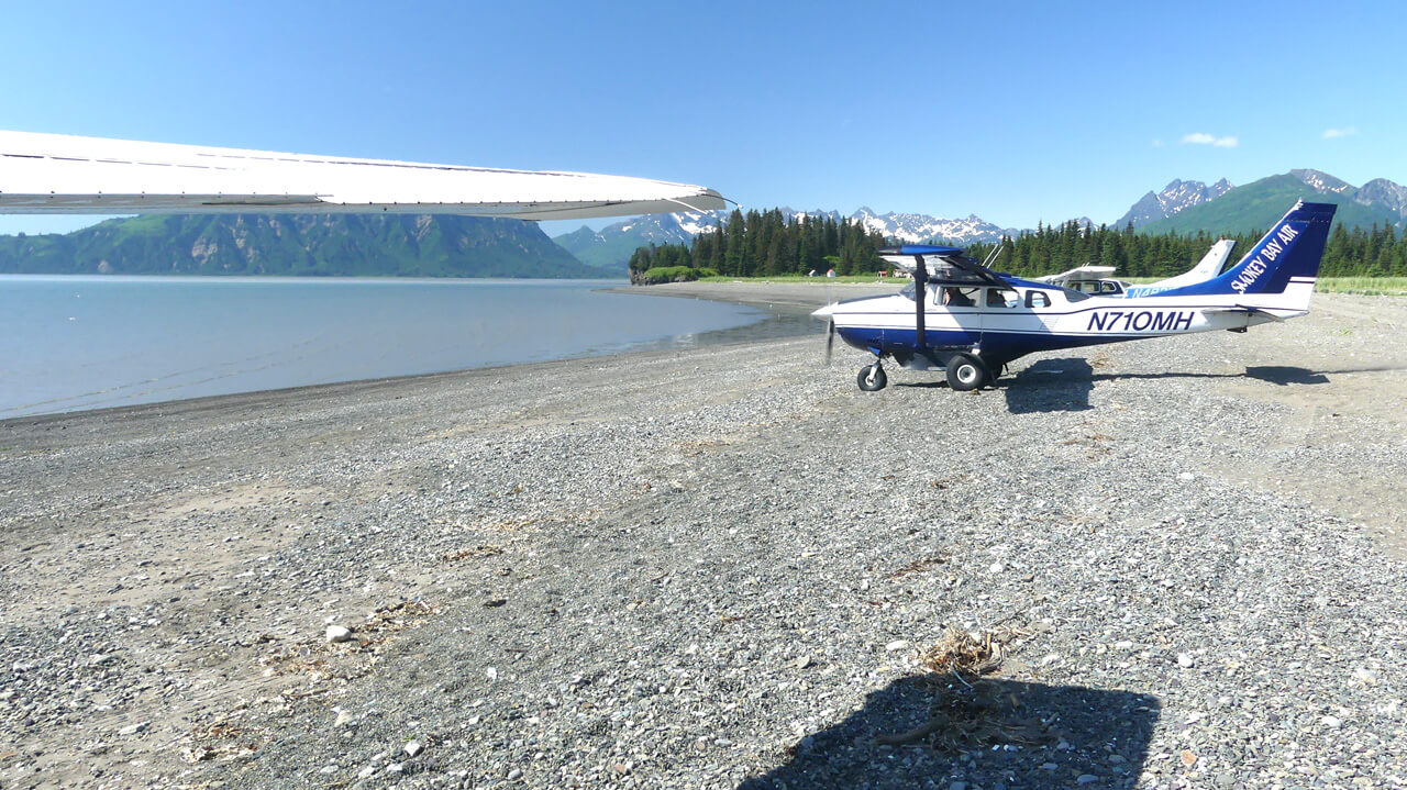 Smokey Bay Air flightseeing planes at Lake Clark beach