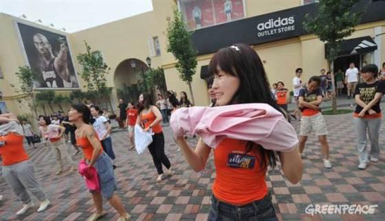 Greenpeace Detox Striptease - China