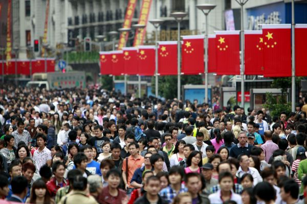 chinese-consumers-shanghai-nanjing-east-road