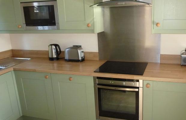 Should I choose Splashbacks or Upstands  DIY Kitchens
