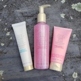 Mary Kay Satin Hands Limited Edition trio in Pomegranate holiday gift idea skincare beauty photo by alison blackman (c) 2018