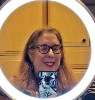 selfie of alison blackman staring into the iHome makeup mirror (4)