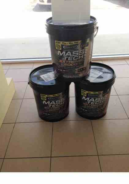 Bodybuilders use buckets for protein powders