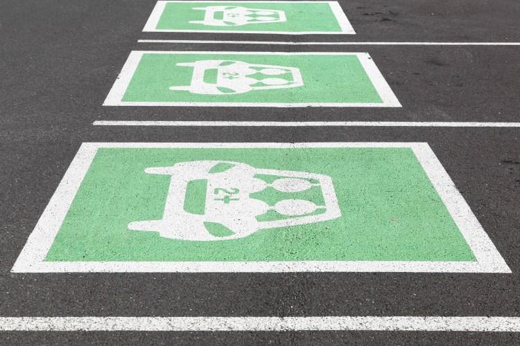 Het vraagstuk deelmobiliteit is nauw verwant aan het parkeervraagstuk en biedt prachtige mogelijkheden voor ontwikkelaar, gemeente, bewoners en gebruikers. Belangrijk is wel de toepassing van deelmobiliteit in alle facetten van het parkeren; van de parkeerbalansen het ontwerp, tot en met de exploitatie. Voor zowel grote en kleine, als nieuwe en reeds bestaande projecten hebben wij succesvol deelmobiliteit toegepast in het parkeervraagstuk waarin wij altijd streven naar haalbaarheid voor alle betrokkenen