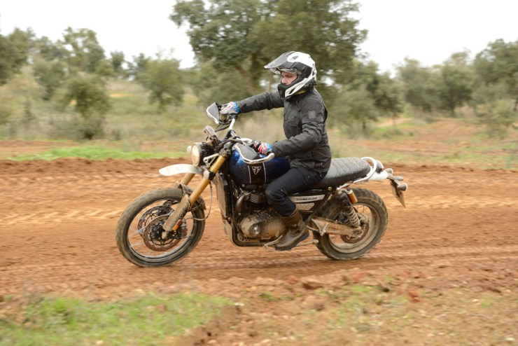 triumph scrambler 1200 review 02