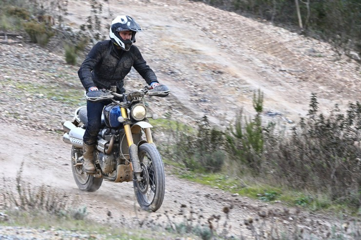 triumph scrambler 1200 review 04