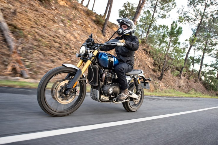 triumph scrambler 1200 review 01