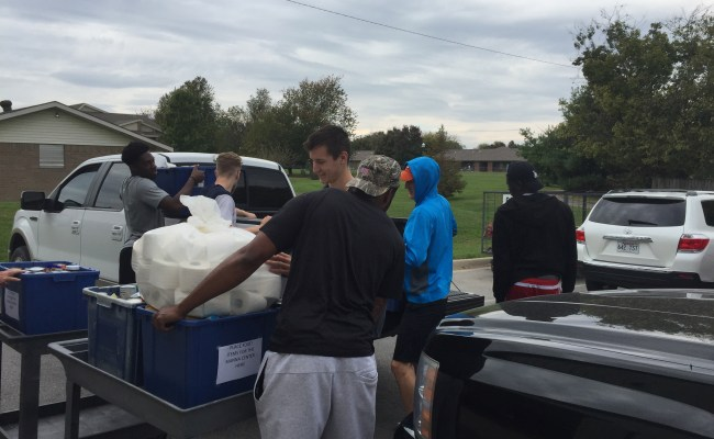 Athletes Help The Community