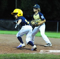 Lorenzo Nieves steals second base.