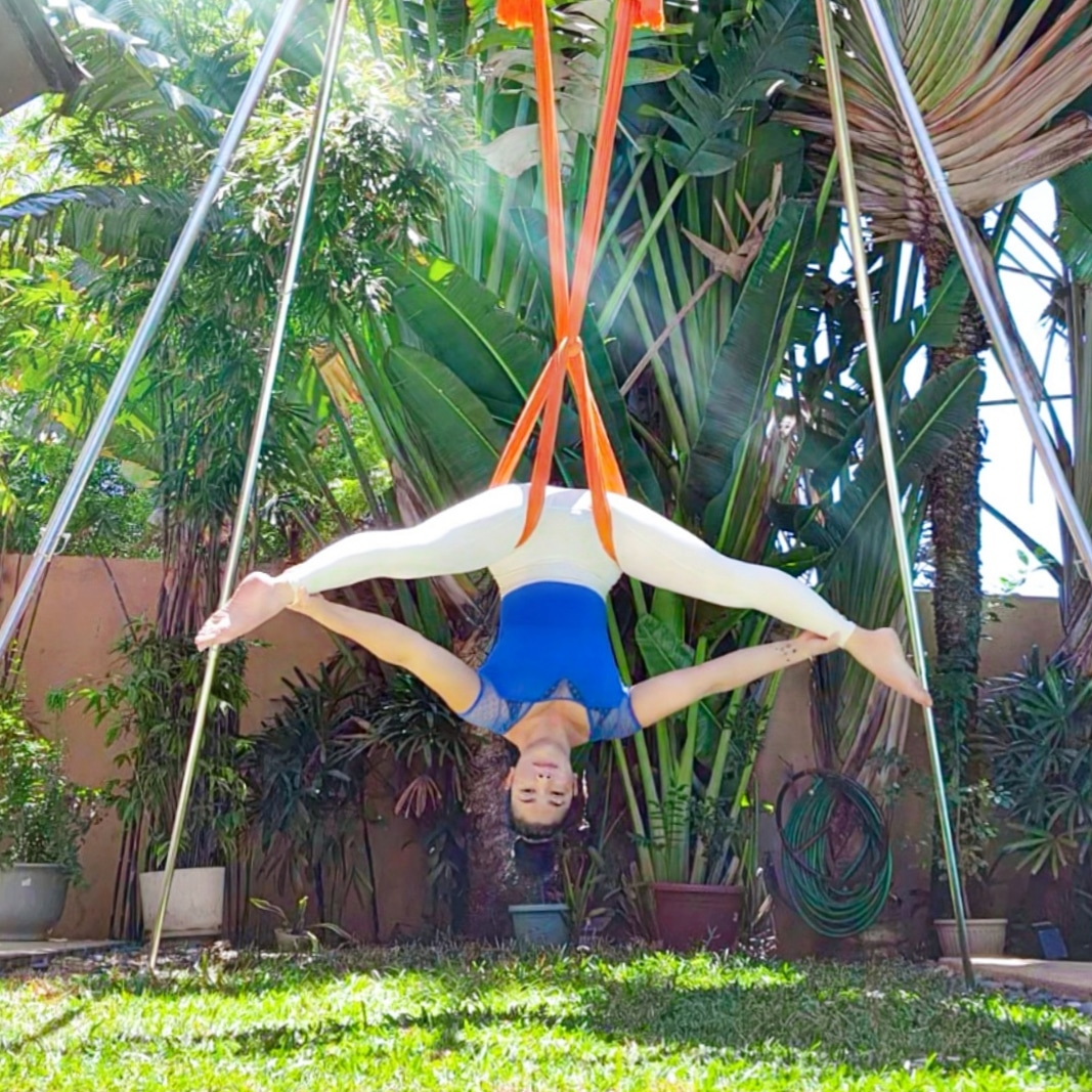 Aerial Middle Splits