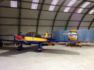 Et dans son hangar