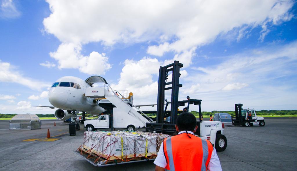 El Salvador pierde $2.3 millones al año al concesionar terminal de carga de aeropuerto Monseñor Romero