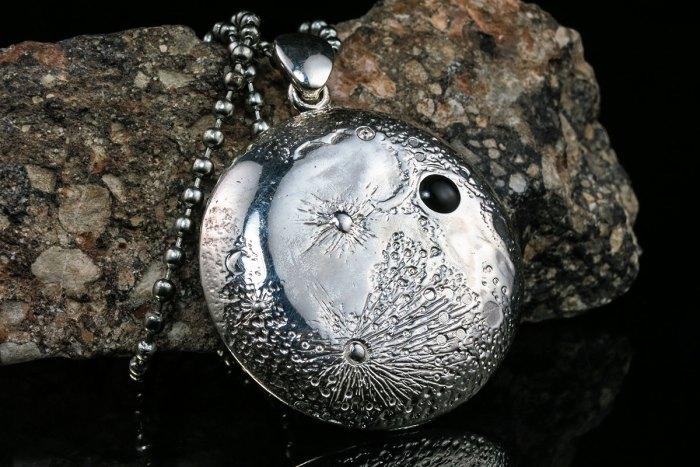 silver-moon-pendant-v