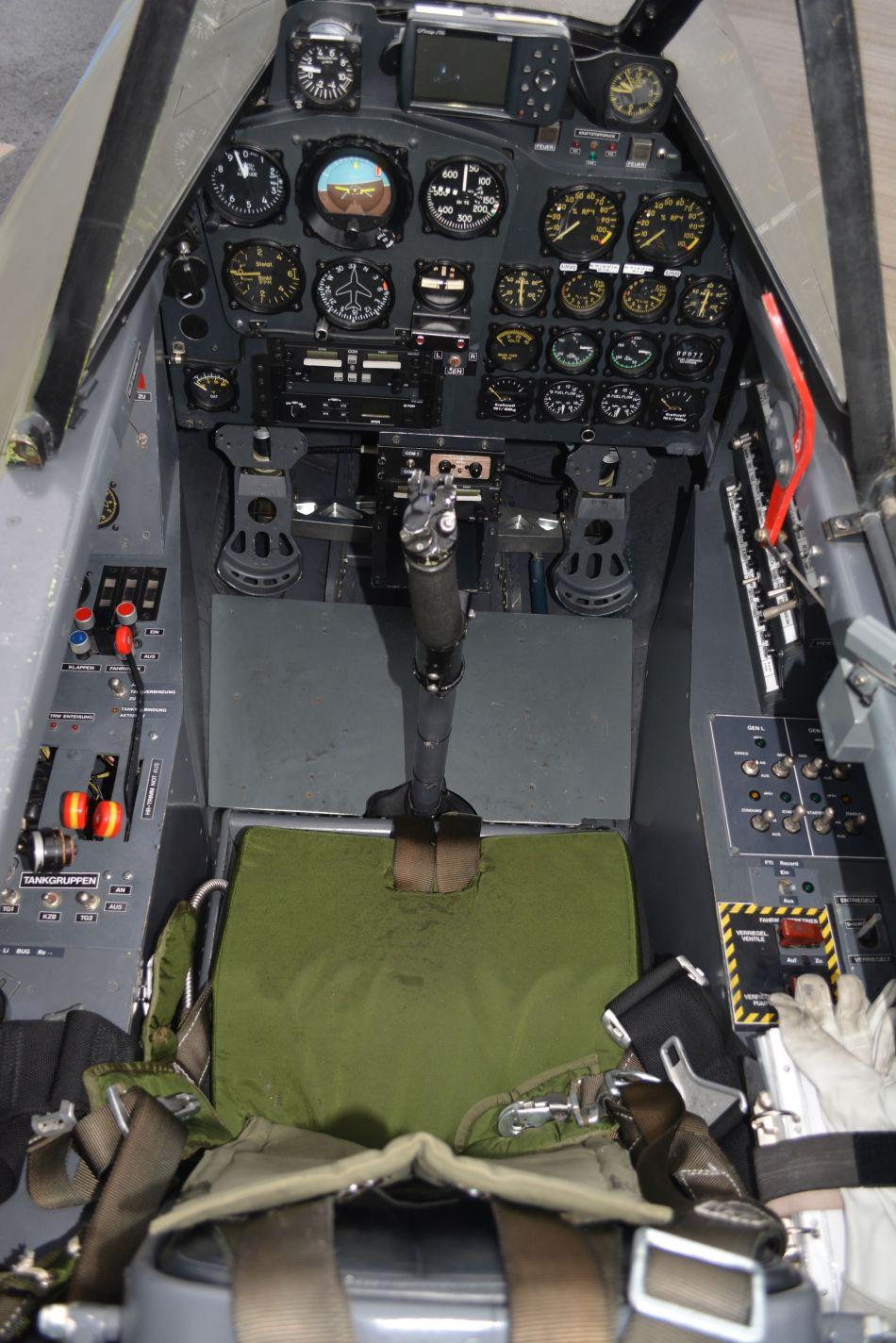 dsc_0670-cockpit-of-messerschmitt-me-262-ab-1c-swalbe-d-imtt