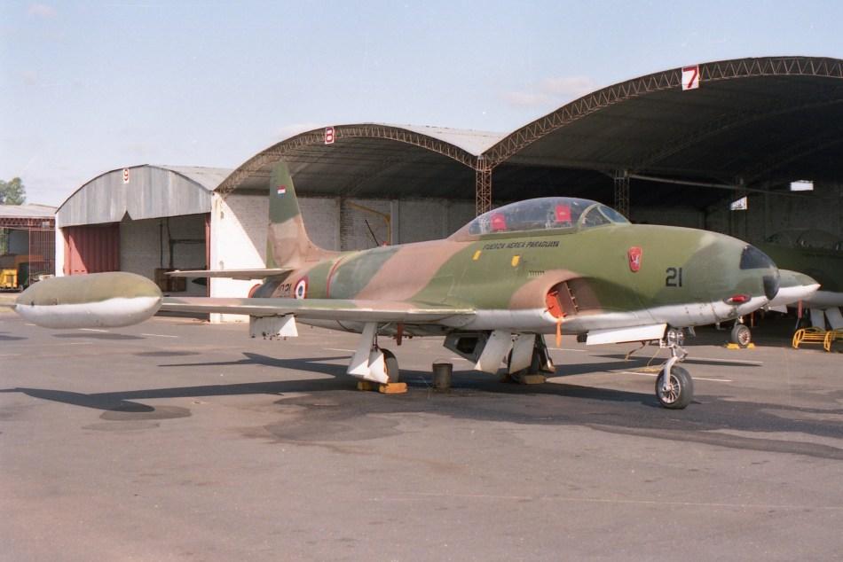 04 Lockheed AT-33A ''1021'' (57-0578) Asuncion April 92