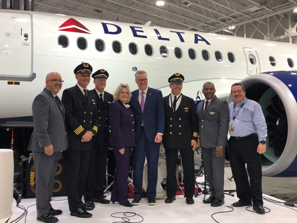 Ed Bastian and employees at Airbus A220 event