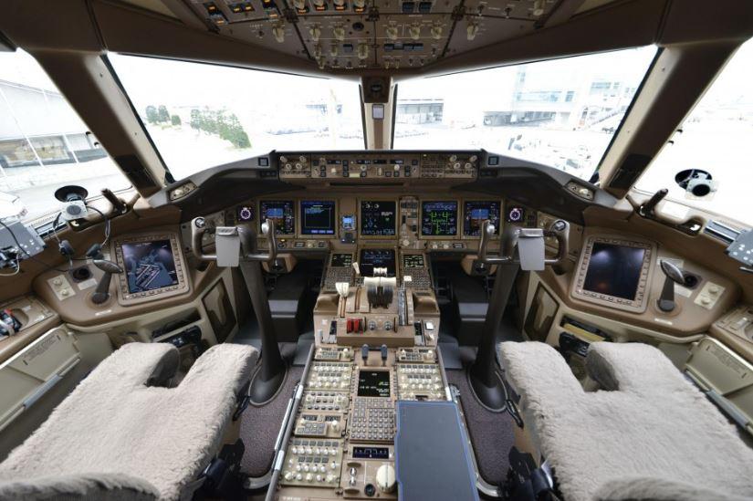 BOEING-777-300ER-JAPAN-80-1111-4