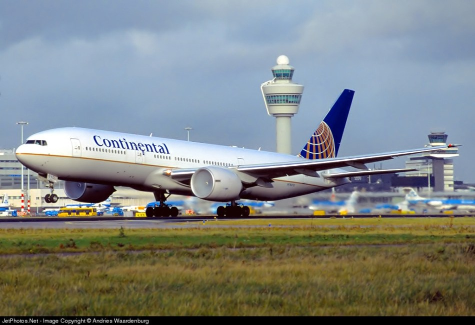 Boeing 777-224ER N76010 Continental Airlines