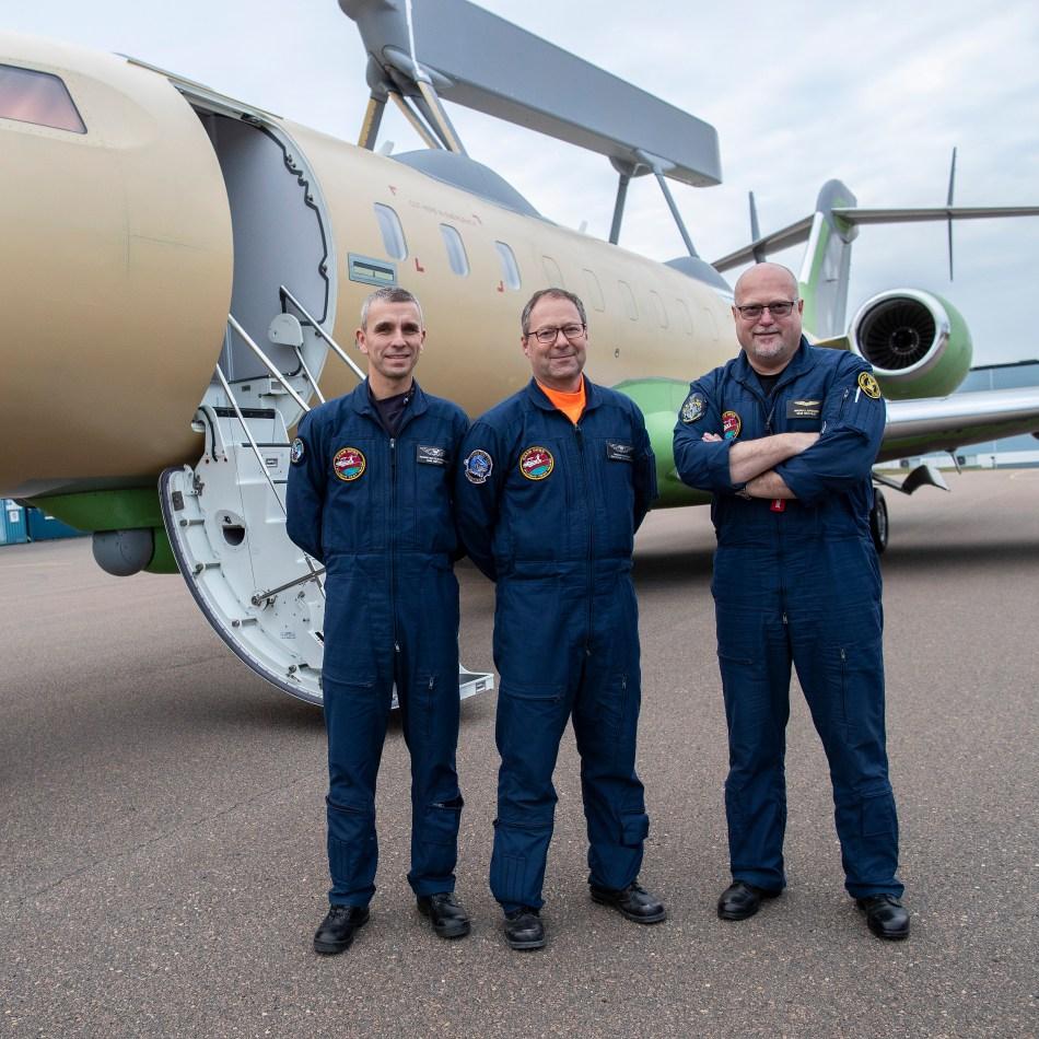 globaleye second aircraft first flight - crew