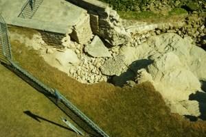 Inspection d'une digue écroulée - © Denis JEANT