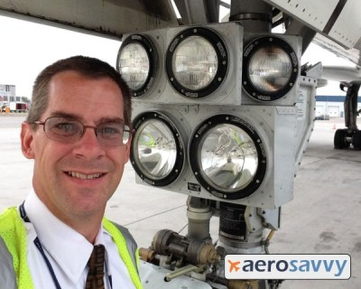757 landing and taxi lights - Savvy Passenger Guide to Airplane Lights- AeroSavvy