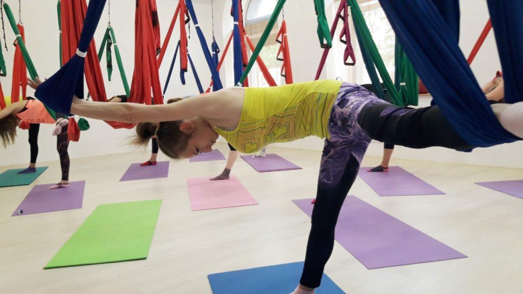 Аэро-йога для лечения сколиоза