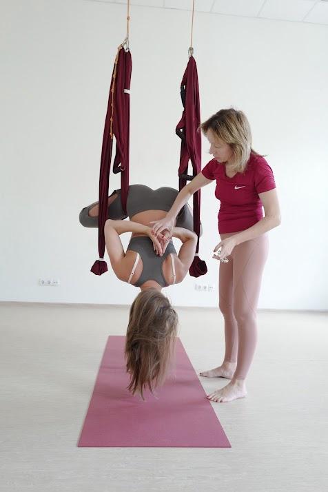Обучение йога в гамаках